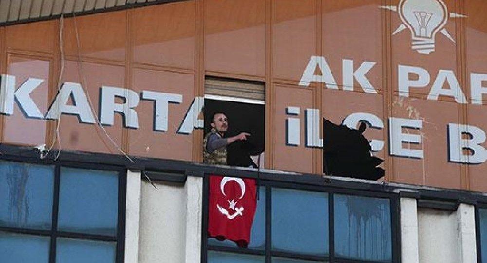 Duas pessoas armadas entram na sede do partido no poder em Istambul