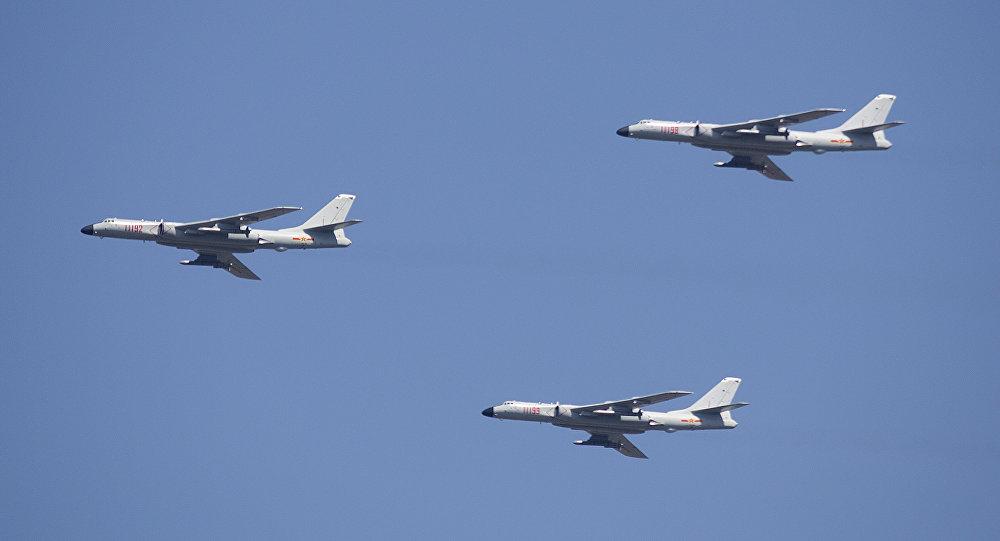Bombardeiros estratégicos Xian H-6K da Força Aérea da China