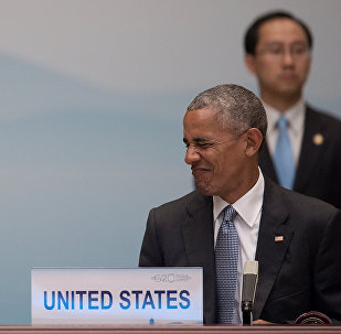 O presidente dos EUA Barack Obama faz caretas enquanto fala com a chanceler alemã, Angela Merkel (não ilustrada), durante a cerimônia de abertura da Cúpula do G20, Hangzhou em 04 de setembro de 2016.