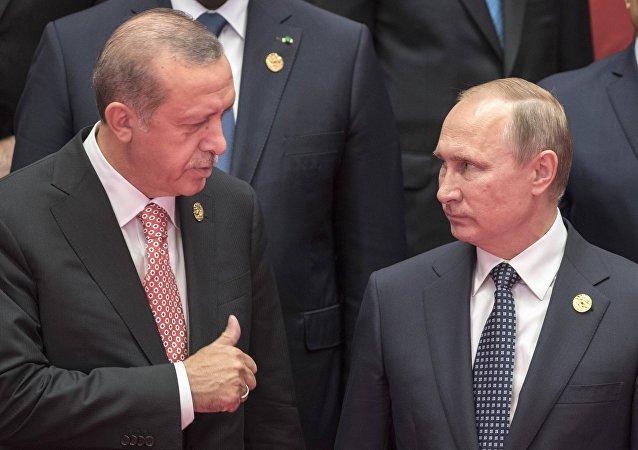Presidente da Turquia, Recep Tayyip Erdogan, ao lado do presidente russo Vladimir Putin, durante a sessão de fotos dos líderes da Cúpula do G20 na China