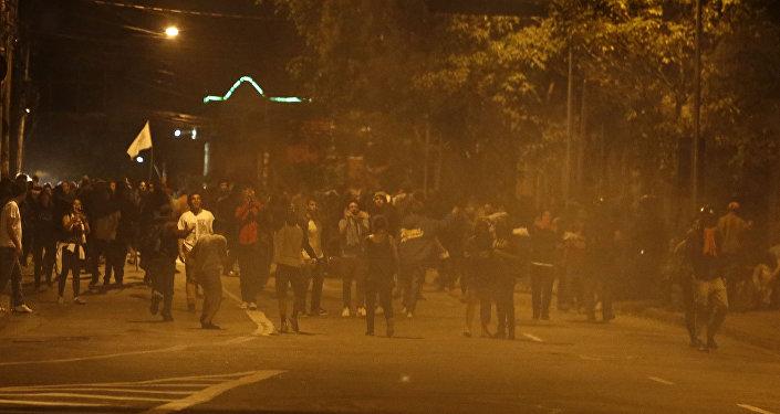 Polícia utilizou gás lacrimogêneo para dispersar a multidão após o fim do ato contra o presidente Temer