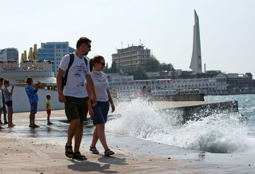 Sevastopol e a península da Crimeia em geral têm uma importante herança grega, descoberta por diversas expedições arqueológicas. As escavações continuam em andamento.