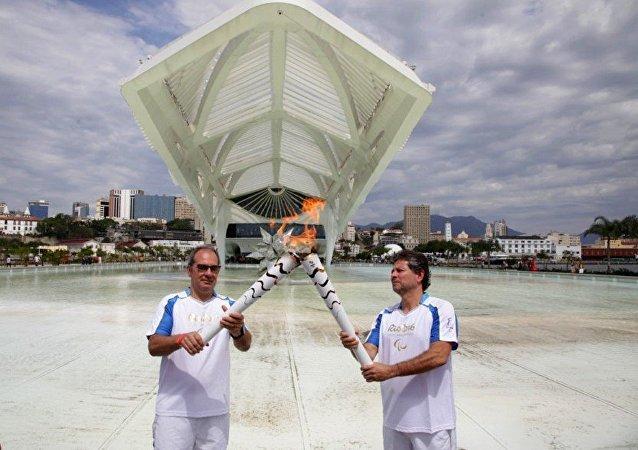 Revezamento na Tocha Paralímpica no Museu do Amanhã no Rio de Janeiro