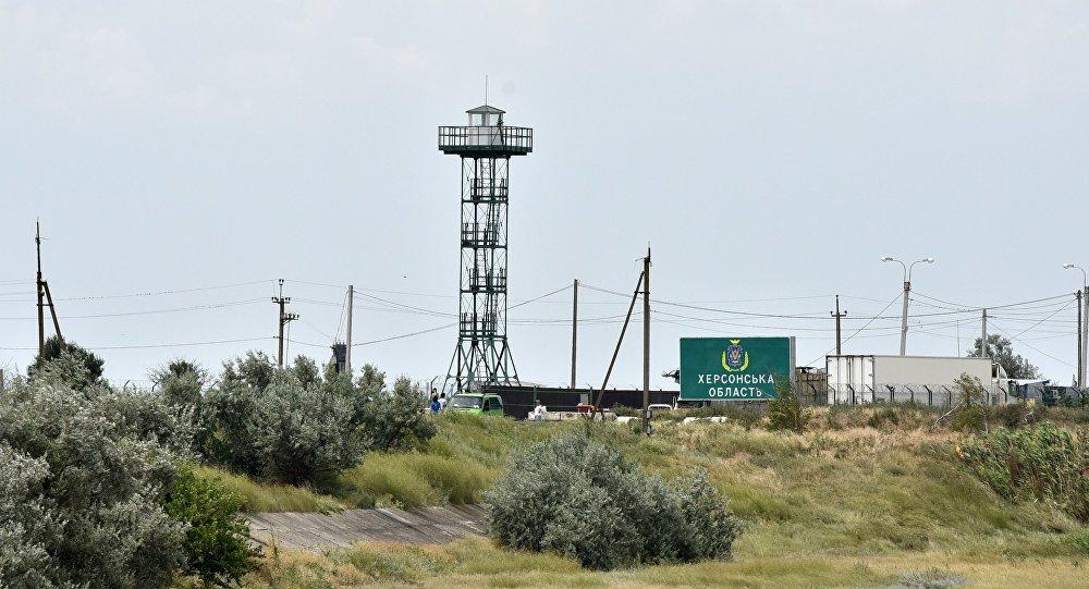 Ponto de controle na fronteira russo-ucraniana Dzhankoy, Crimeia, Rússia (foto de arquivo)
