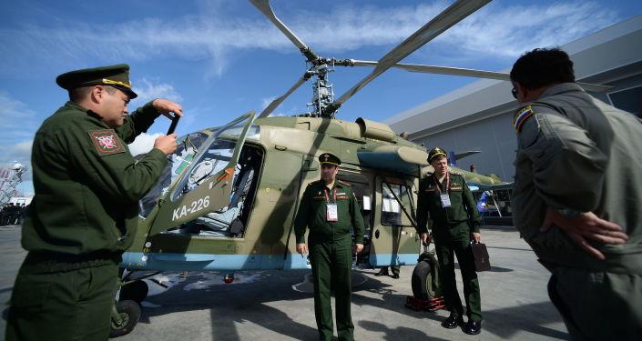 Um helicóptero ligeiro russo Ka-226T no Fórum Internacional Técnico Militar EXÉRCITO 2016