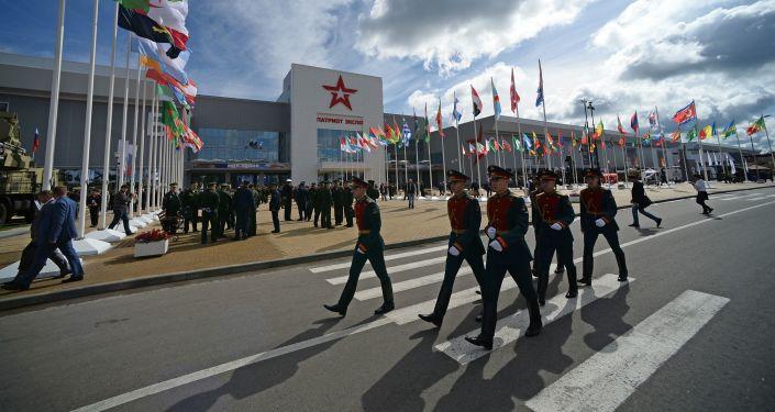 Perto de centro de exposição Patriot, onde se realiza o Fórum Internacional Técnico Militar EXÉRCITO 2016