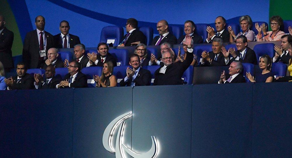 Philipp Craven, presidente do Comitê Paralímpico Internacional, com Michel e Marcela Temer durante a cerimônia de abertura dos Jogos de 2016 no Maracanã