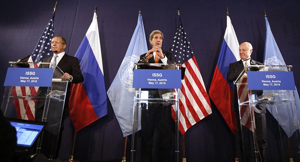 Ministro das Relações Exteriores da Rússia, Sergei Lavrov, secretário de Estados dos EUA, John Kerry, e enviado especial da ONU para a Síria, Staffan de Mistura