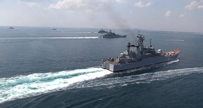 Embarcações da Marinha russa durante exercícios no mar Negro