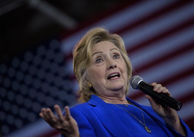 Presidenciável norte-americana Hillary Clinton fala aos seus apoiantes em Charlotte, Carolina do Norte, EUA, 8 de setembro de 2016
