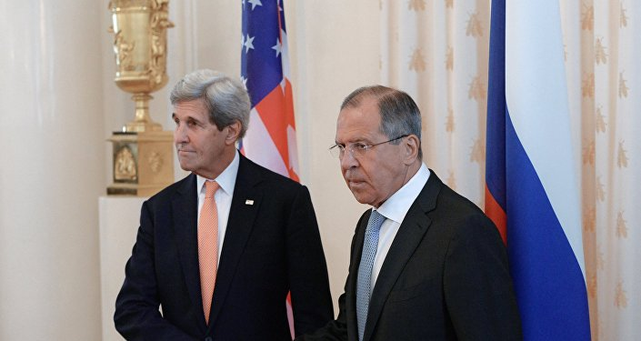 Secretário de Estado dos EUA, John Kerry, e o ministro das Relações Exteriores da Rússia, Sergei Lavrov durante o encontro bilateral em Moscou, Rússia, 15 de julho de 2016