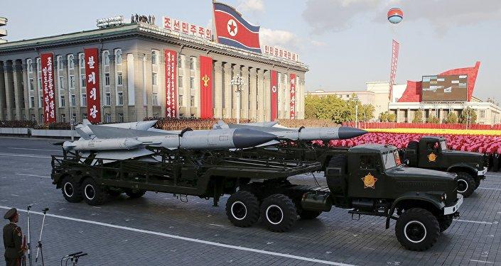 Míssil exibido durante desfile militar na Coreia do Norte