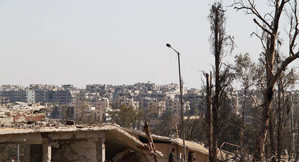 Ruínas no território de escolas militares libertadas dos terroristas, Aleppo, Síria (foto de arquivo)