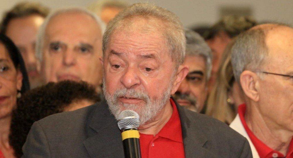 Lula emocionado durante discurso