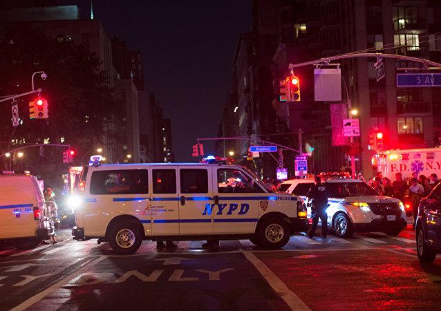 Polícia bloqueia estrada perto do lugar da explosão, Nova York, 17 de setembro de 2016