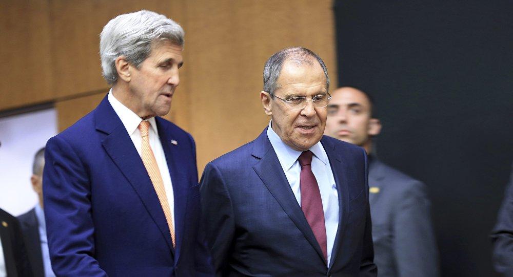 O secretário de Estado dos EUA, John Kerry, com o chanceler russo, Sergei Lavrov