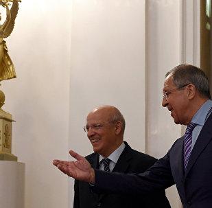 Chanceler russo Sergei Lavrov com seu homôlogo português Augusto Santos Silva