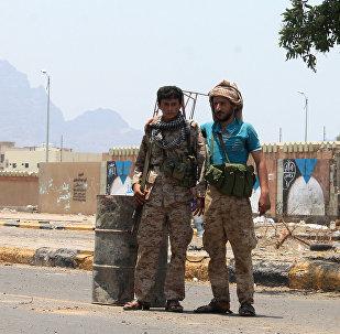 Soldados houthis em um ponto de controle na cidade de Áden, no Iêmen