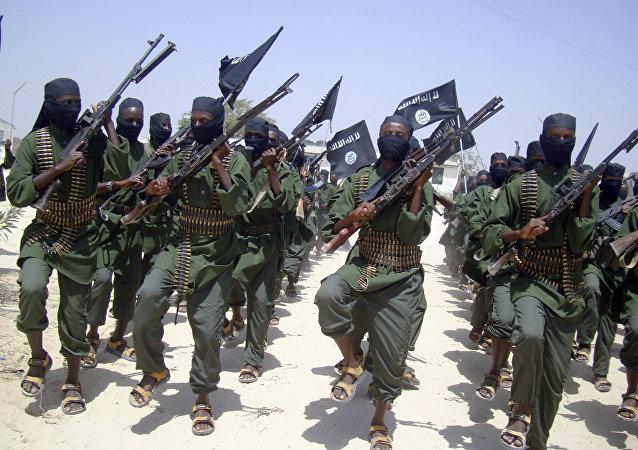 Militantes do al-Shabaab durante um exercício militar