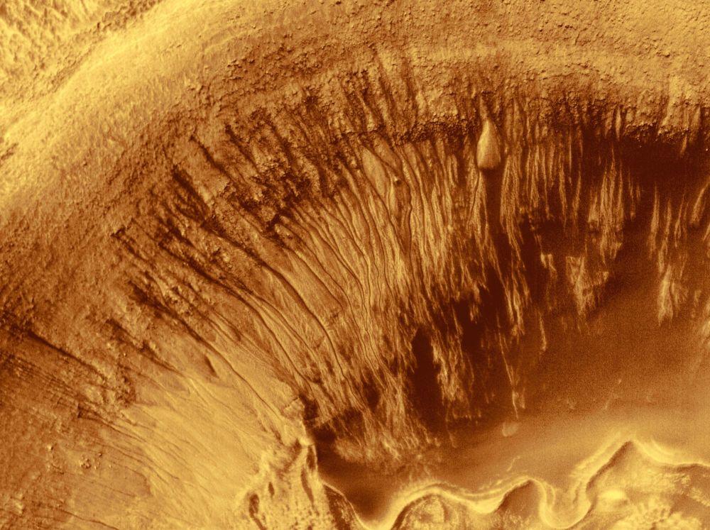 Cratera de Newton foi formada há cerca de 3 bilhões de anos e a sua bacia tem diâmetro de cerca de 287 km