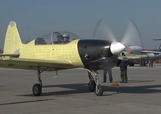 Estreia do avião de treinamento Yak-152