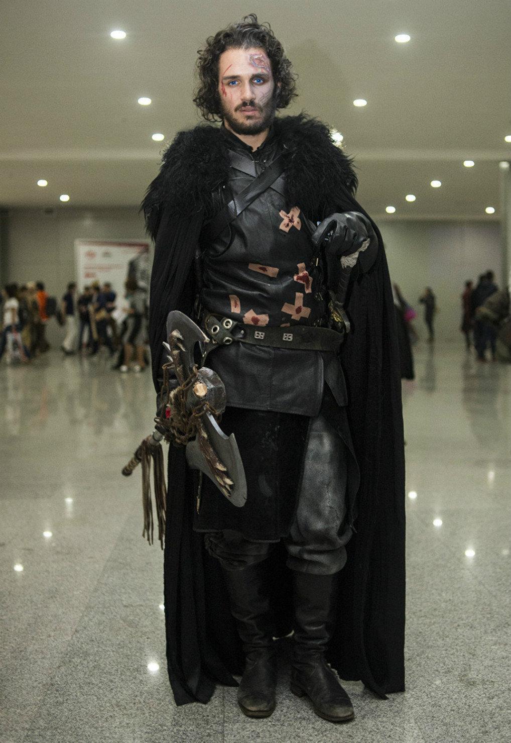 Mikhail escolheu vir fantasiado de Jon Snow este ano, personagem da série Game of Thrones