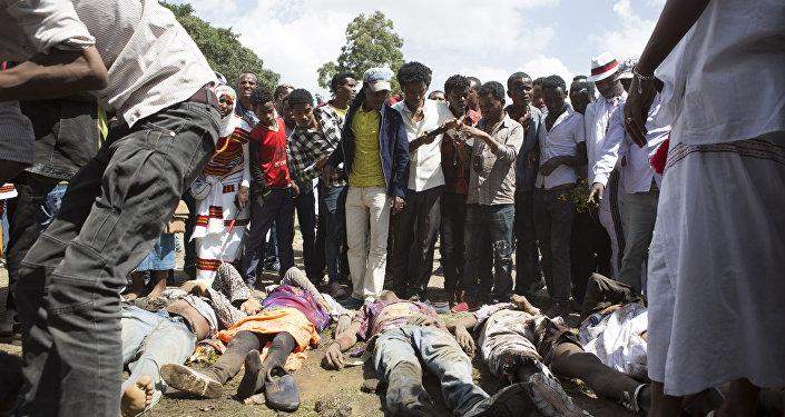 Deslizamento em lixão deixa mortos e feridos na Etiópia