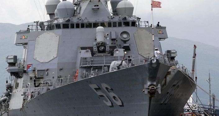 O destróier USS John S. McCain (DDG 56) da Marinha dos EUA