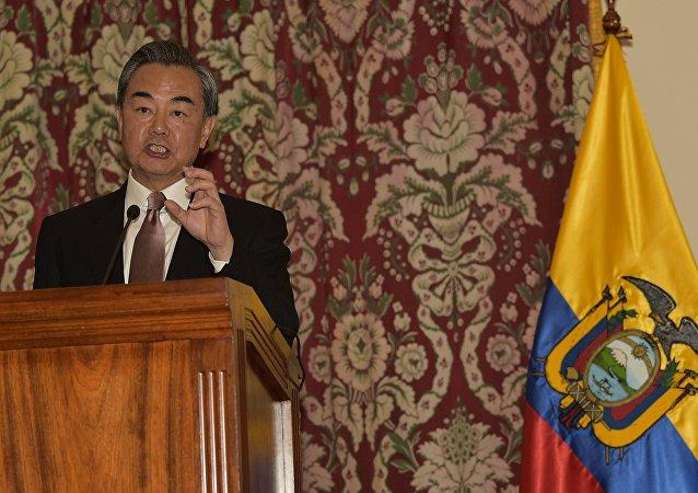Wang Yi, ministro das Relações Exteriores da China, em visita ao Equador