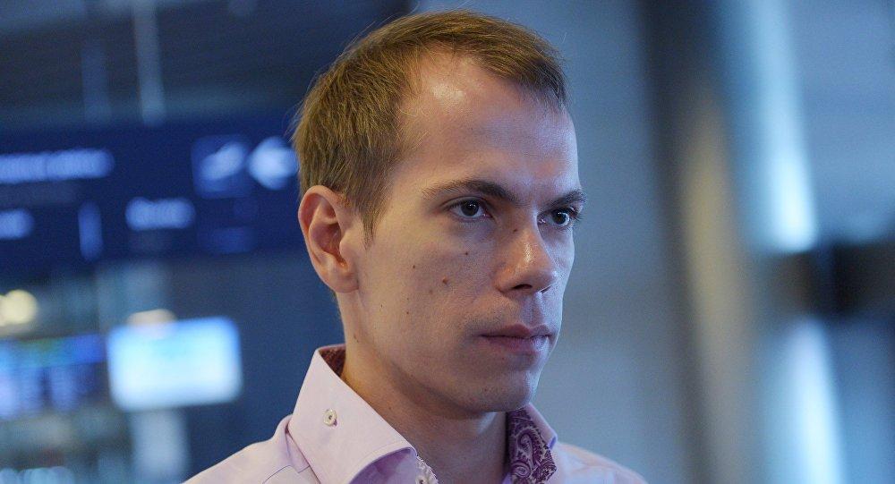 Programador russo Sergei Mironov chega a Moscou após ser detido na Armênia a pedido dos EUA
