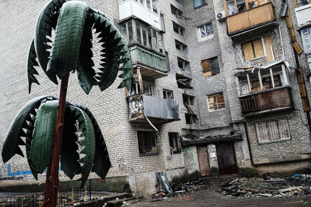 Casa destruída em Donetsk