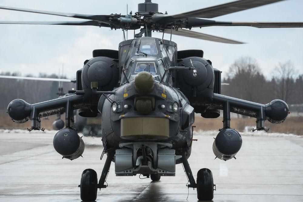 Helicótero Mi-28 'Caçador Noturno' no aerodrómo de Kubinka