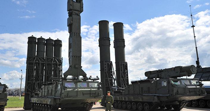 Sistemas de mísseis de longo alcance S-300V e S-300VM da Rússia