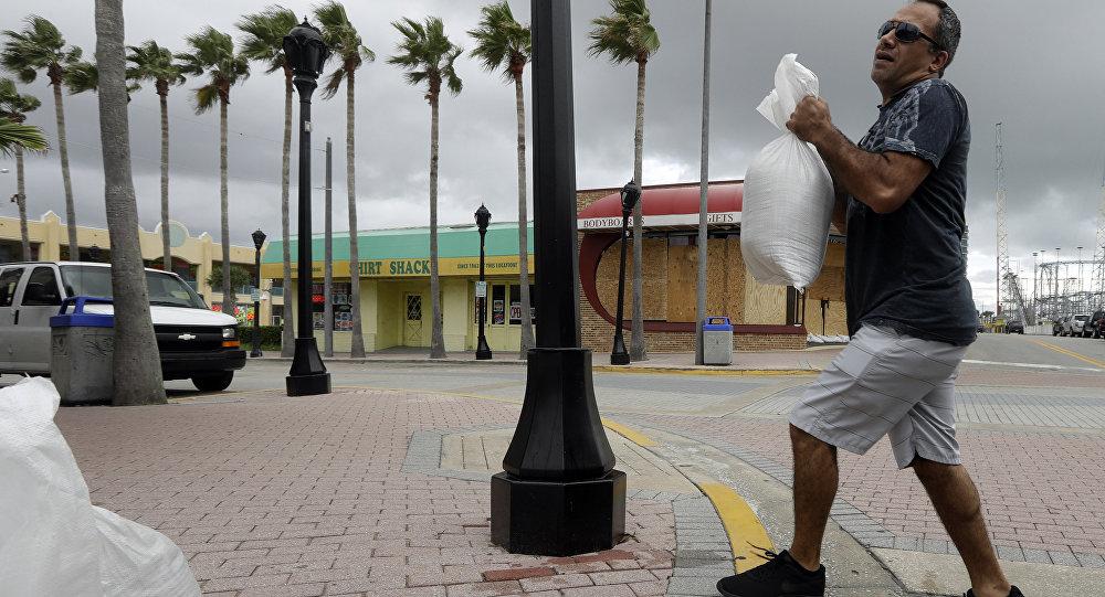 EUA se preparam para a chegada do furacão Matthew