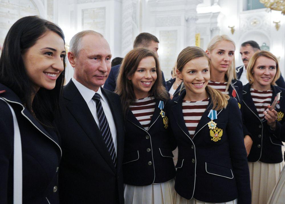 Líder russo Vladimir Putin na recepção solene aos campeões e vencedores olímpicos no Kremlin, Moscou, Rússia