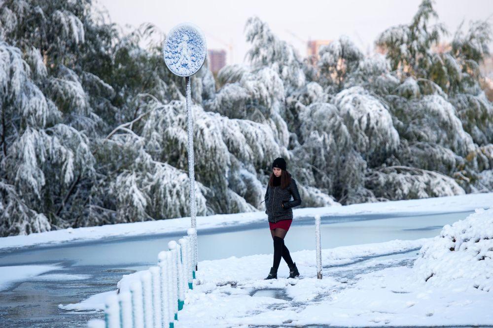 No dia 6 de outubro, a cidade russa de Omsk se encontrou coberta de neve e as chuvas atingiram níveis históricos, os mais altos desde 1891