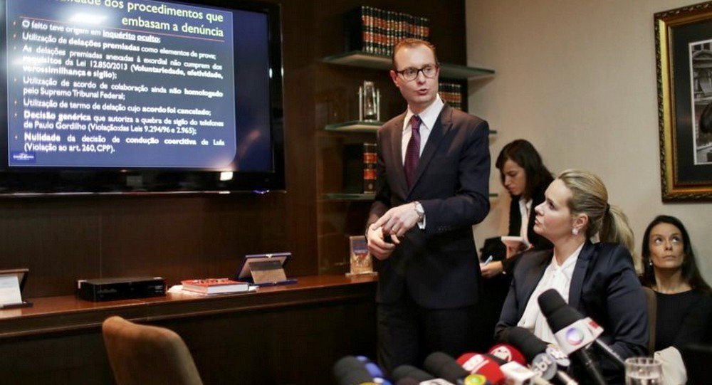 Advogado do ex-presidente Lula, Cristiano Zanin Martins em coletiva à imprensa