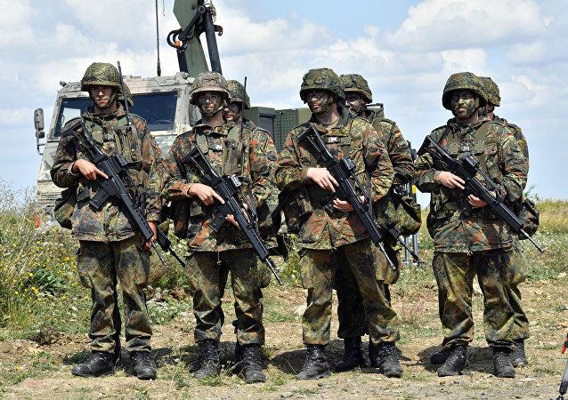 Soldados da Alemanha (Bundeswehr) durante treinamento, 9 de agosto de 2016