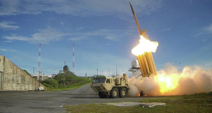 Teste de dois interceptadores do sistema norte-americano THAAD (Terminal High Altitude Area Defense)