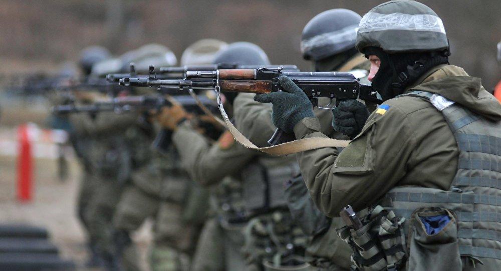 Soldados da Guarda Nacional da Ucrânia durante treinamentos (foto de arquivo)