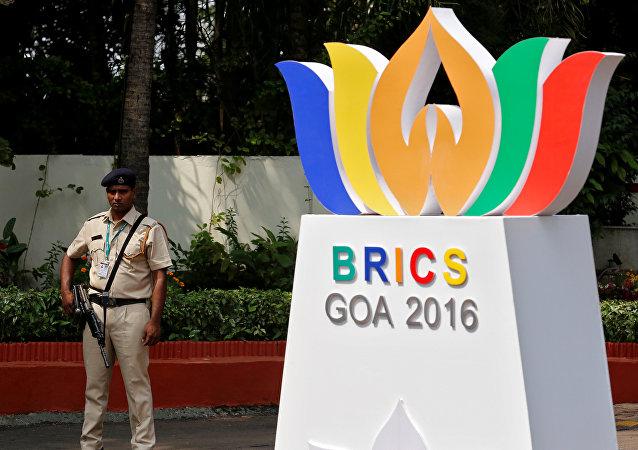 Segurança fazendo vigilância perto de um dos locais da realização da cúpula do BRICS em Goa, na Índia, 14 de outubro de 2016