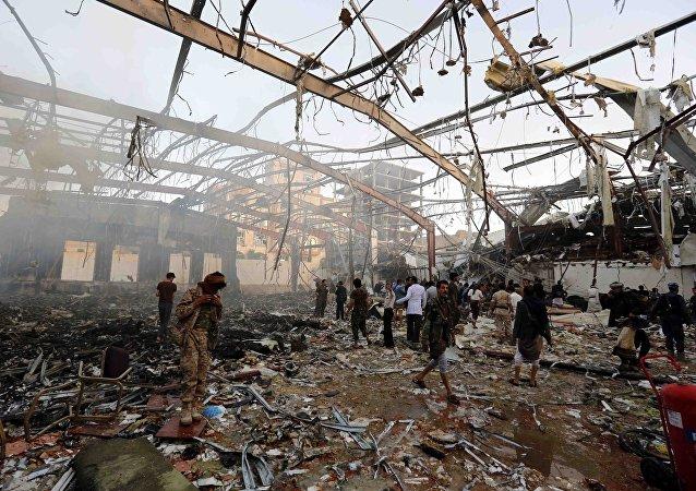 Resultado de bombardeios da coalizão liderada pela Arábia Saudita no Iêmen - Sanaa, 8 de outubro de 2016