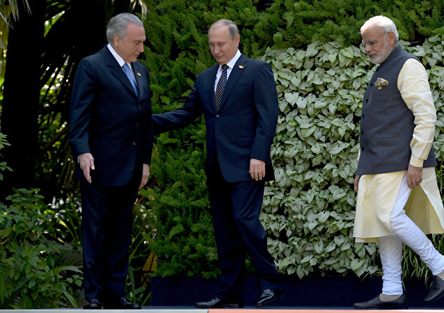 Michel Temer, Vladimir Putin e Narendra Modi, primeiro-ministro da Índia, na última cúpula dos BRICS, em Goa