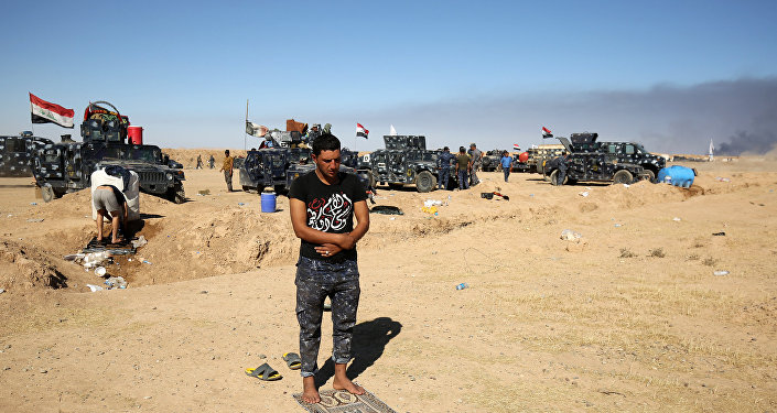 Policial iraquiano na base militar de Qayyarah a 60 quilómetros de Mossul, Iraque, 16 de outubro de 2016.