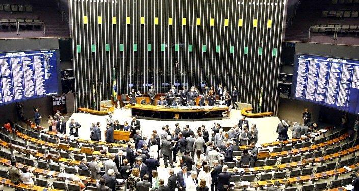 Sessão Plenária na Câmara, antes do alerta sobre a bomba