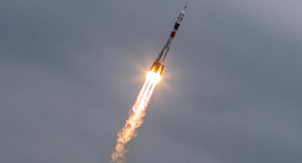 Nave espacial Soyuz MS-02, lançada a partir do cosmódromo de Baikonur, no Cazaquistão, com os cosmonautas russos Sergei Ryzhikov e Andrei Borisenko e o astronauta da NASA Robert Shane Kimbrough, 19 de outubro de 2016