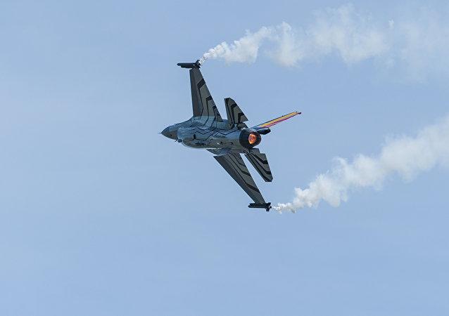 Caça F-16
