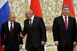 Presidentes da Rússia, Vladimir Putin (esquerda), da Bielorrússia, Alexander Lukashenko (centro) e da Ucrânia, Pyotr Poroshenko (direita), durante conversações em Minsk