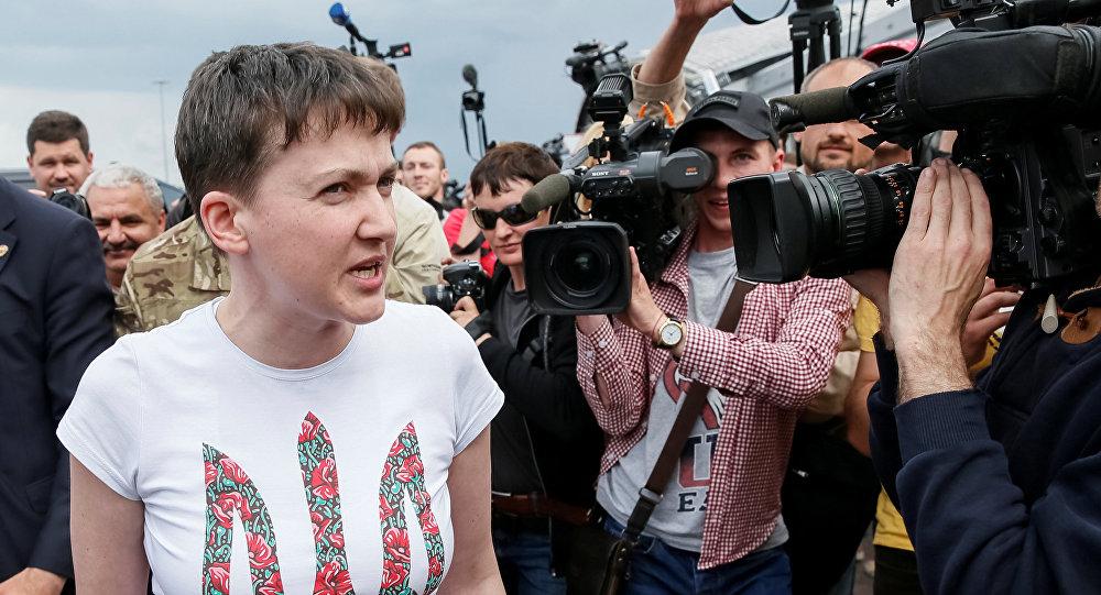 Militar e deputada da Suprema Rada da Ucrânia Nadezhda Savchenko falando aos jornalistas