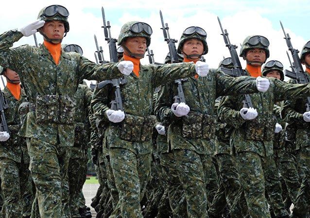 Soldados da Academia Militar de Taiwan durante desfile